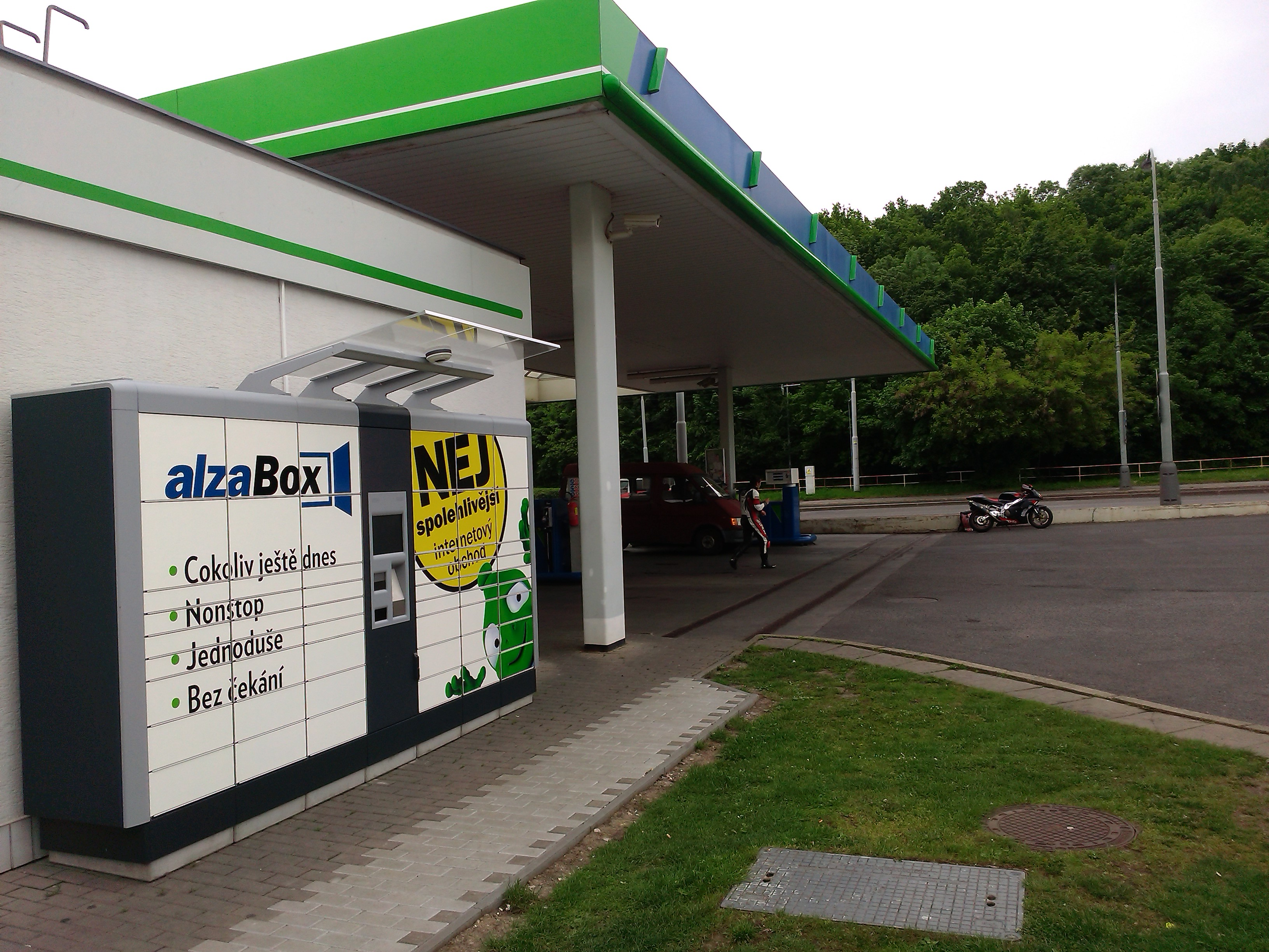 Largest web shop in the Czech Republic opts for KEBA