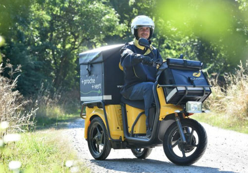 la poste group replaces scooters with electric three wheelers post parcel. Black Bedroom Furniture Sets. Home Design Ideas