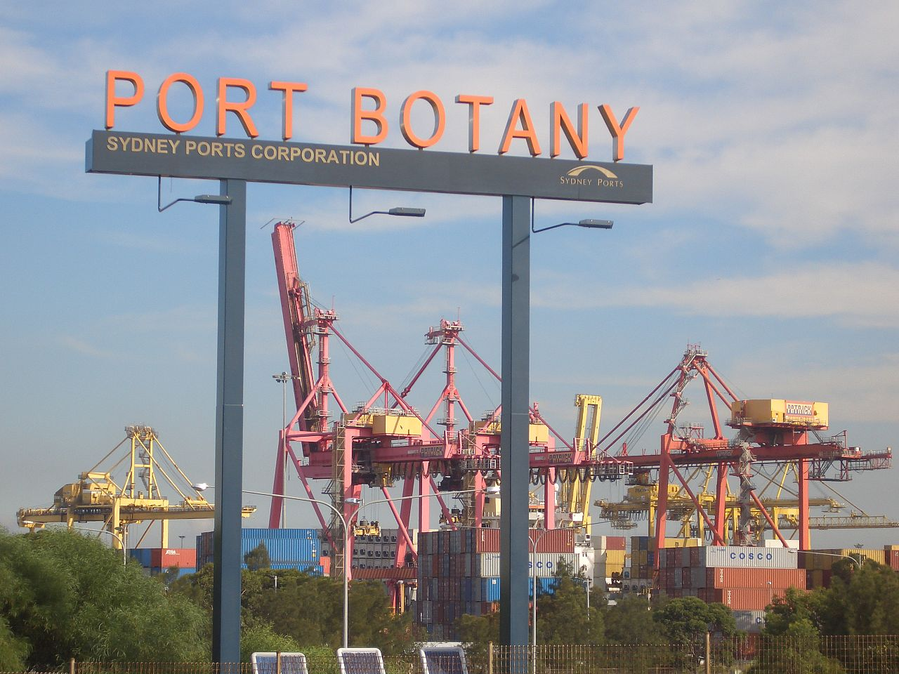 Toll Group and DP World in talks over Port Botany project