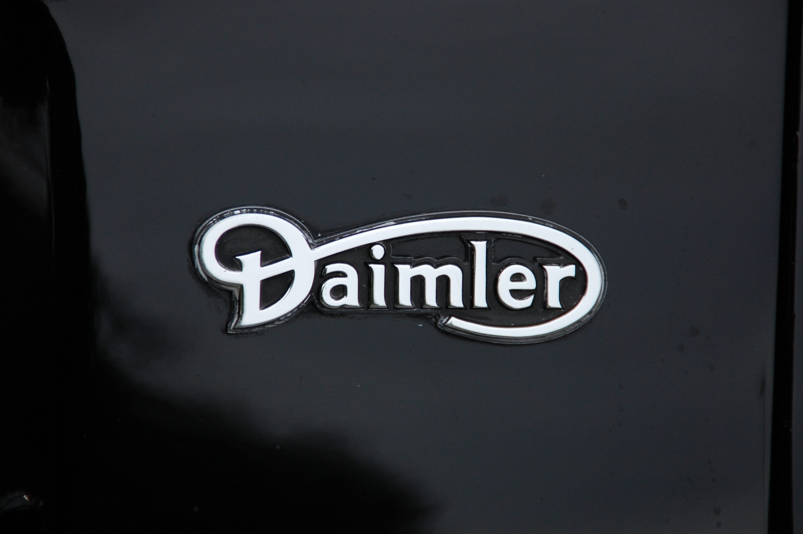 Daimler renews contract with Rhenus Logistics UK