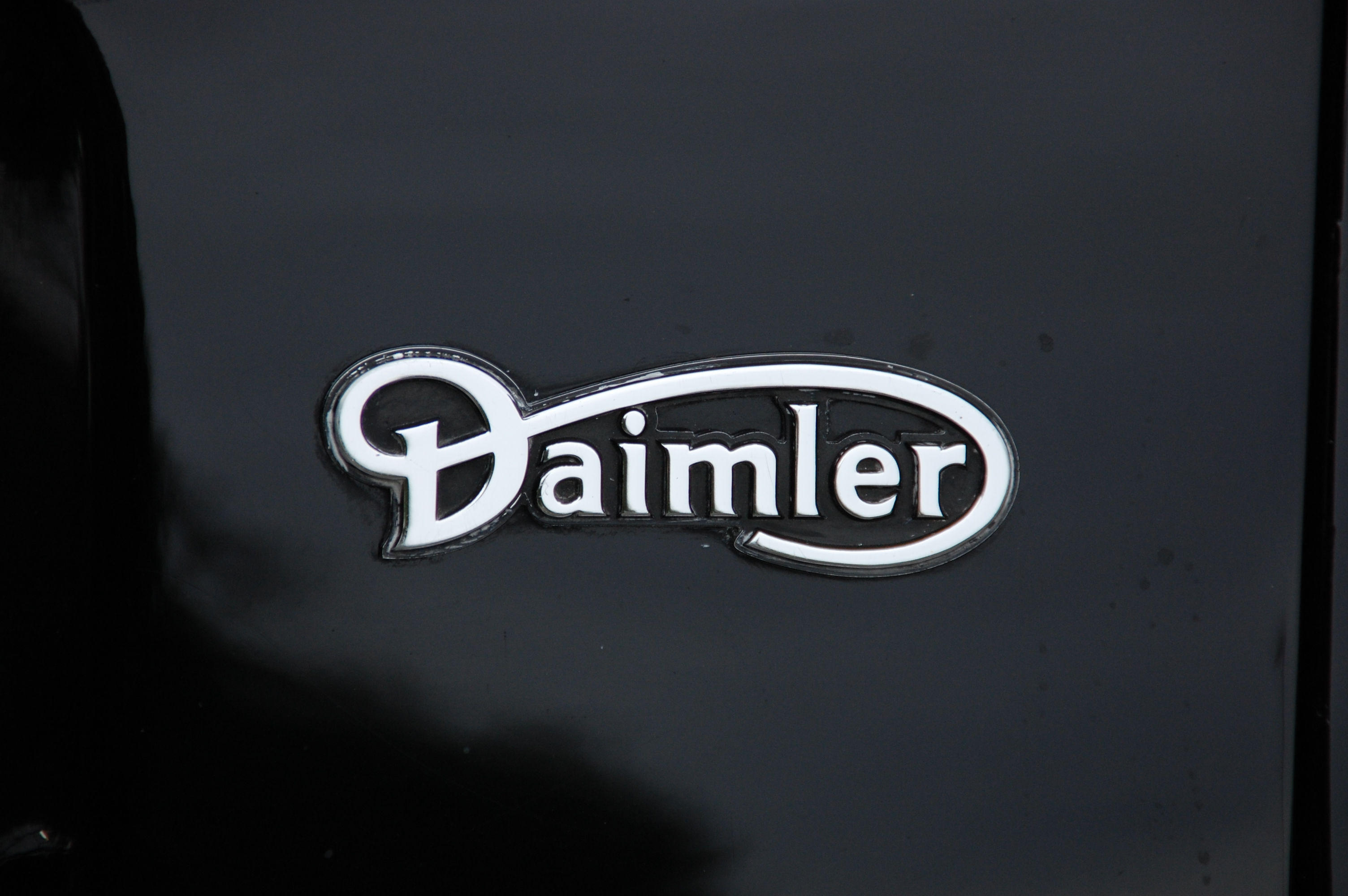 Daimler renews contract with Rhenus Logistics UK