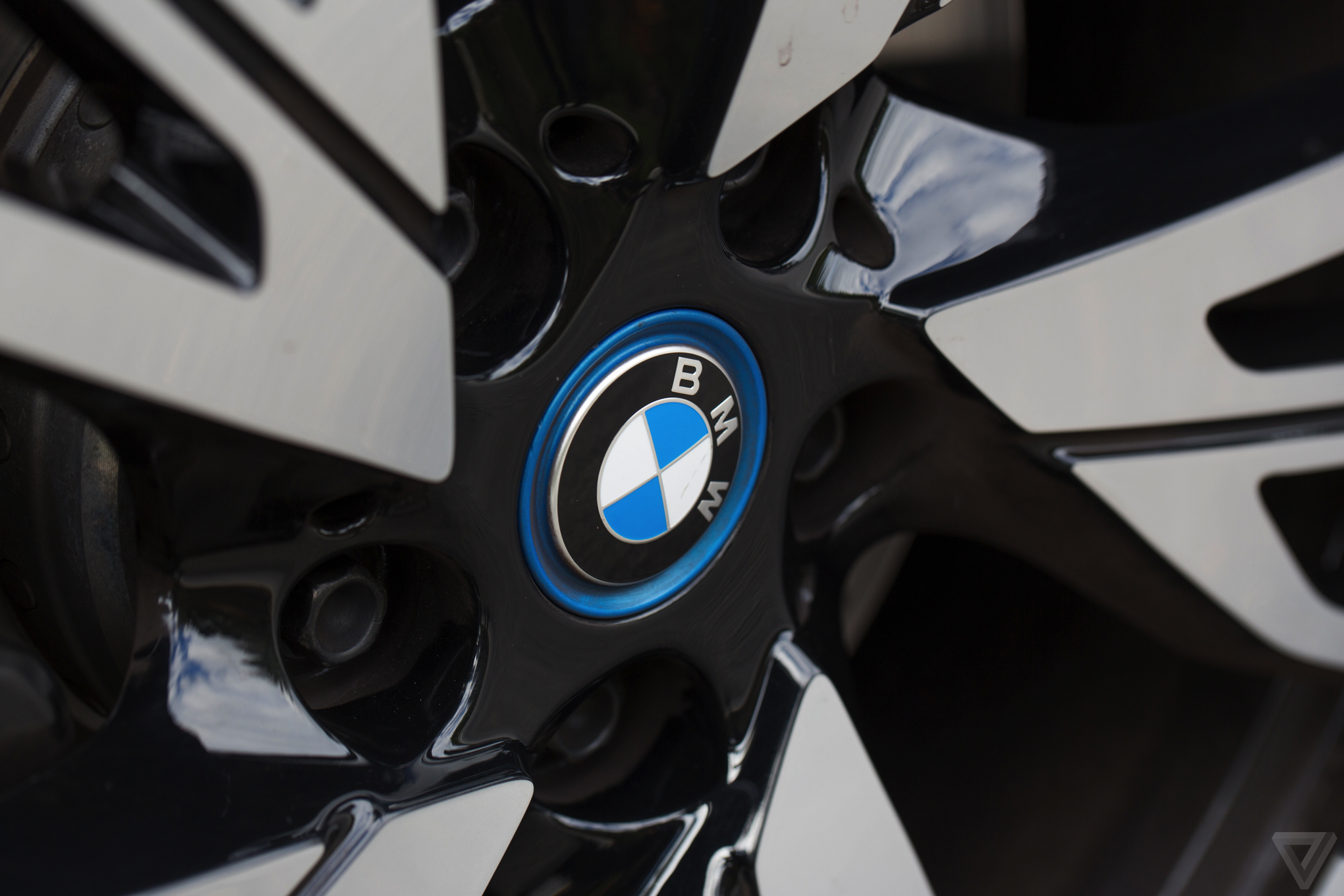 BMW awards DHL six-year contract for aftermarket deliveries