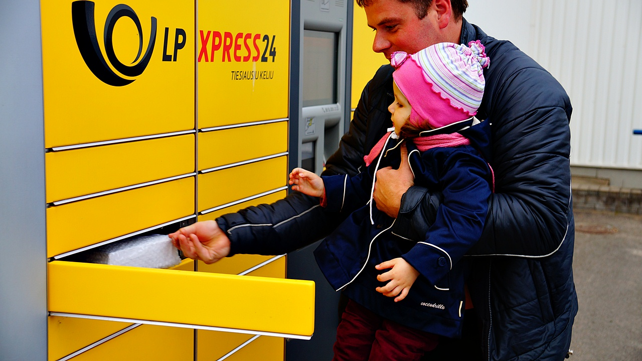 Lithuania Post customers can now collect postal items from LP EXPRESS parcel terminals