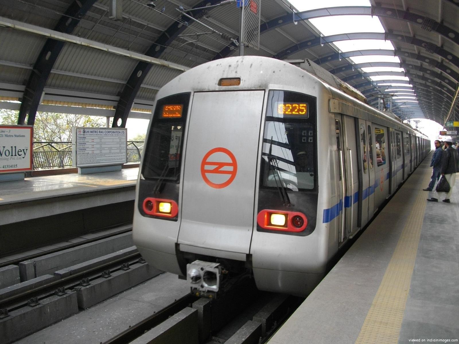 Parcel deliveries at Delhi train stations