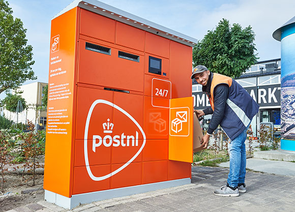 PostNL installing parcel and letter machines in Almere