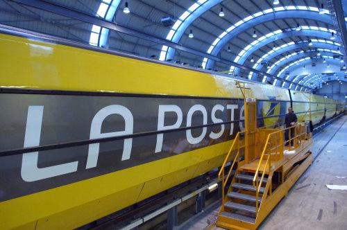 La Poste sees 11.5% jump in profits