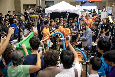 Australian Centre for Robotic Vision wins Amazon Robotics Challenge