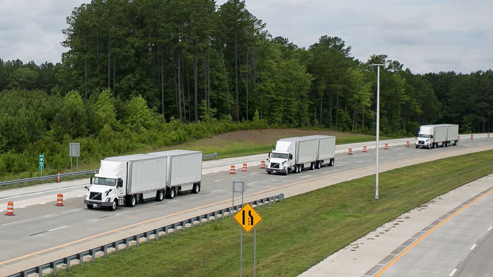 FedEx and Volvo Trucks demonstrate platooning on the Triangle Expressway