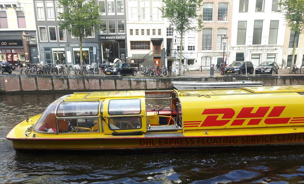 """DHL trial Thames delivery barges in bid to """"go green"""""""
