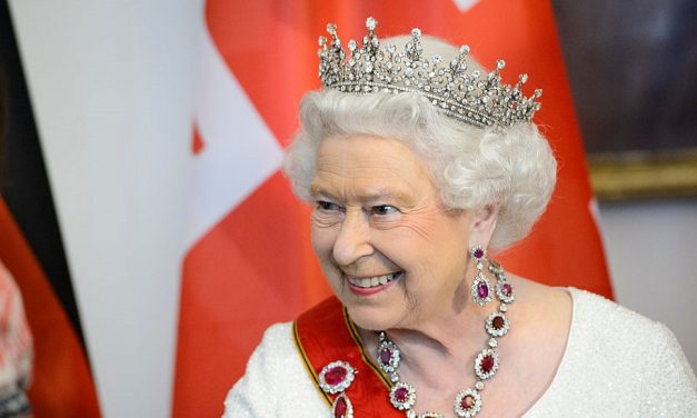 Queen visits Royal Philatelic Society