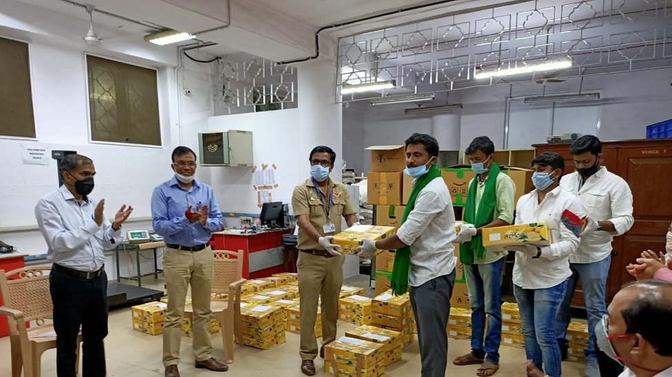 India Post to deliver mangoes to doorsteps